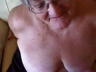 große Gesichts auf einem 76 Jahre alt Oma! Amateur