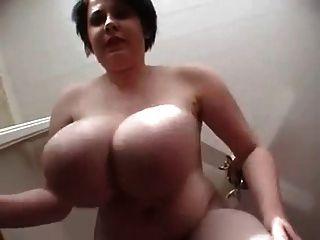 große hängende schlaffe Brüste