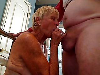 Großmutter 70 y.o Blowjob