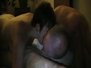 cuck hilft seine Frau aus