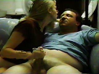 Sex auf der Couch mit seiner Freundin
