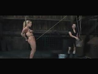 Slave-dia Zerva lesbisch outdoor bdsm Einlauf und Demütigung
