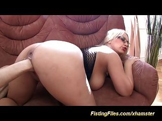 busty babes tief Muschi Fisting
