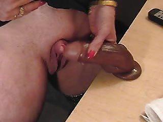 diese geile Oma liebt ihre große Klitoris zu reiben. Amateur