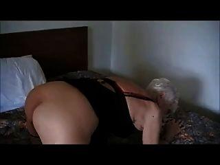 90 yr. alte Oma gefickt in einem Hotel