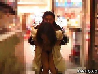 heiß japanisch jugendlich exhibs und wird gefickt im Freien