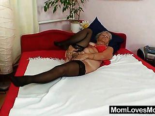 hässliche Großmutter cecilie Spielzeug ihre haarige Muschi