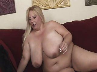 blonde bbw-milf mit riesigen Titten