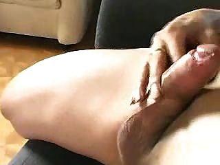 Tranny Wichsen auf der Couch