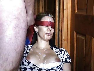 mit verbundenen Augen abspritzen