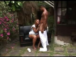 Latina mit großen runden Arsch von schwarzen Kerl bekommen fuked
