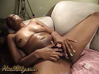 dass Pussy fingern und dass die Klitoris reiben.