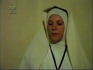 Gynäkomastie Szene in einem ausländischen Film
