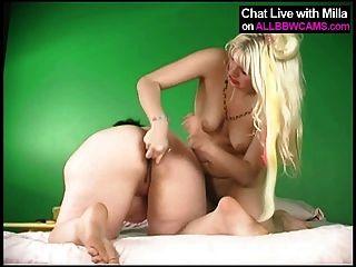 Lesben Mollige Frauen und blonde Modell 2