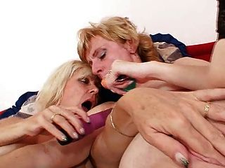 blond milfs küssen lecken und dildoficks