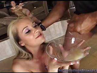 blonde sammelt eine Platte voller Sperma! pt.2