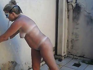 tirando o sal - nackte Frau nach dem Strand -hot Blondie