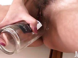Japanische Mutter spritzte, während ihre Fotze dildoing