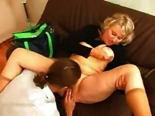 Oma fickt ihren jüngeren Chef