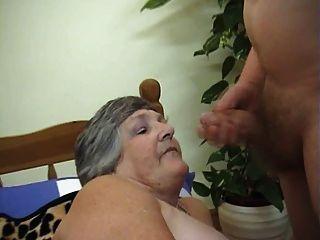 75 Jahre gierig Oma libby 3some