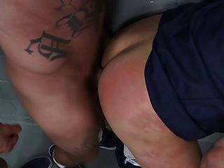 im Gefängnis gefickt