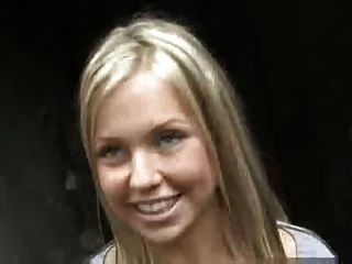 Amateur blonde gibt große öffentliche Wichsen