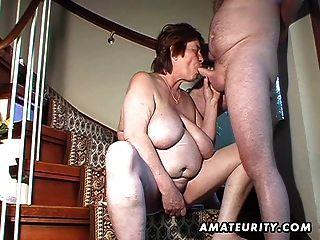 mollig Amateur Frau Spielzeug und saugt und wird gefickt