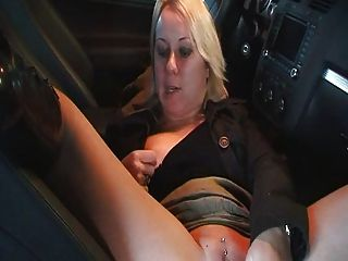 Milf Amateur masterbate und Sex in car..rdl