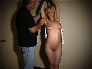 unterwürfig Blondie tit gefesselt und gedemütigt