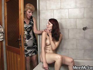 seine Eltern ihr im Bad Knall