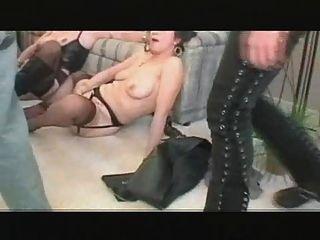 3 einige Milf Lesbo Spiel ging an Orgie