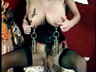 vaginale und Titten große Piercing