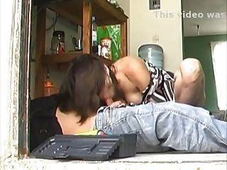 sexy lomg legged latina Hausfrau fickt die Reparateur