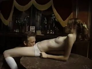 alten Cowboy unschuldige junge Mädchen in der Bar ficken