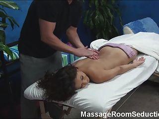 heißes Mädchen durch Masseur gefickt