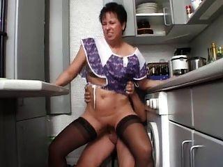sexy mom n108 Brünette Deutsch reifen in der Küche