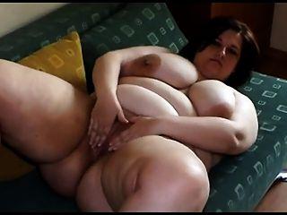 Fett junge Frau mit großen Titten Abisolieren und spielen