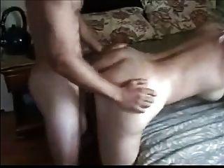 wunderschöne blonde Milf anal mit jüngeren Jungen genießen