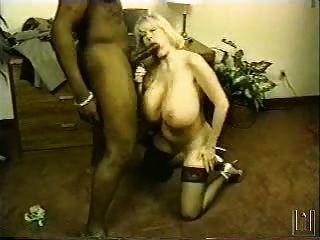 Kayla Kleevage saugt und tit fickt schwarzen Schwanz Monster
