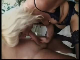 blonde Deutsch reifen in Strümpfen