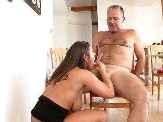 MILF treibt alten mann in den wahnsinn
