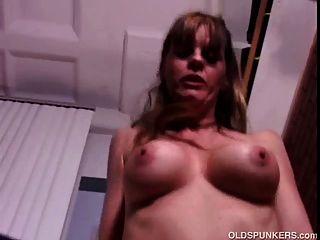 sexy reifen Babe genießt eine ficken und eine Gesichts