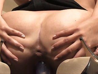 hot girl frechen Tits zeigt ihre weit geöffneten Muschi