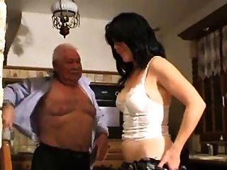 alte Mann und Mädchen