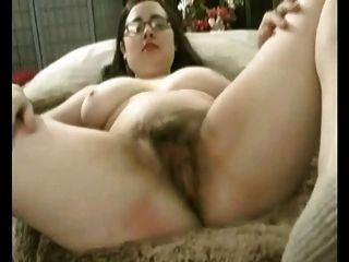Fett mollig gf mit großen Titten ihre haarige Muschi masturbiert