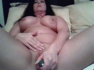 Milf masturbiert auf cam