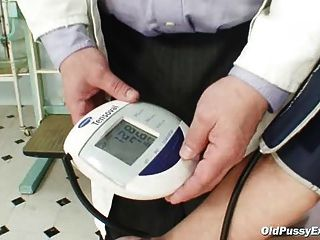 zita reife Frau Gyno Speculum Prüfung in Klinik