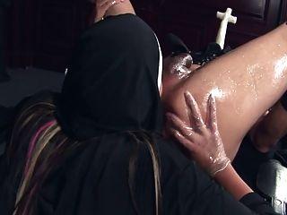 die strapon Nonne