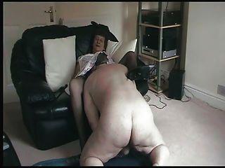 Oma masturbiert ihre lecken Erinnerung