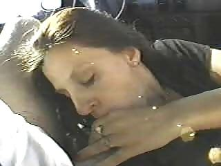 diese Frau zwei Fremden im Auto ficken